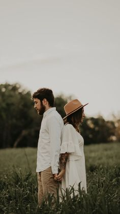 Photo Poses For Couples, Couple Picture Poses, Couple Photoshoot Poses, Engagement Photo Poses, Couple Photography Poses, Wedding Photoshoot, Wedding Photography, Water Engagement Photos, Couple Shoot