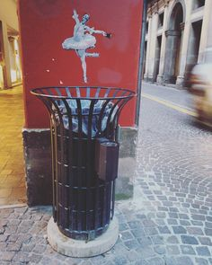 one more example of street art from Padova. I wish I knew more about this one. ...i find it quite unsettling don't you?  #italy #italia #wanderlust #bellaitalia #blogtroterzy #instaart #dancer #streetart #streetartnews #streethasspoken #ciaoitalia #igersitaly #igerspadova