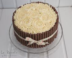 Tarta dos chocolates, con rosas y palitos de choco
