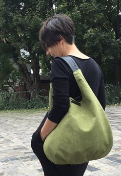 Olive hobobag with black leather strap green canvas bag with Hobo Bag Patterns, Patchwork Bags, Denim Bag, Fabric Bags, Bag Making, Tote Bags, Purses And Bags, Black Leather, Leather Bag
