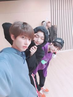 'Selca (selfie) with hyungs ♡♡ Flash! sorry to be lateㅠㅠ Soobin hyung said his eyes got swolen so his closed. Kai, Boy Scouts, Fandom, Bts Namjoon, Taehyung, Skool Luv Affair, The Dream, Cat Dog, Steve Aoki