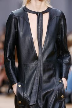 See detail photos for Chloé Fall 2016 Ready-to-Wear collection.