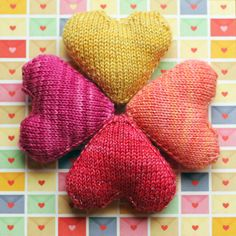 Love You Forever - free knitting pattern!  Make them if your favorite colors, just in time for Valentine's Day!