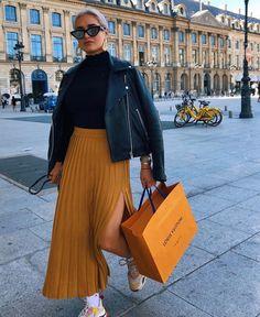 street_style_paris on Poshinsta Pleated Skirt Outfit, Skirt Outfits, Fall Outfits, Casual Outfits, Cute Outfits, Pleated Midi Skirt, Mini Skirt, Fashion Killa, Look Fashion
