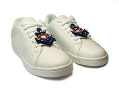 Sneaker Trend im Paillettenshop, Marine-Style