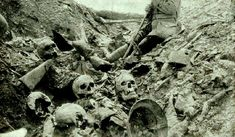 A trench on the battlefield of Verdun. These fights went on for so long, without any movement in the front lines, that soldiers were literally fighting on top of the decomposing corpses of comrades who died there before. World War One, First World, Ww1 Photos, Photographs, Man Of War, War Image, Interesting History, Military History, World History