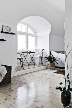 Minimal breakfast nook, perfect for Scandinavian design lovers