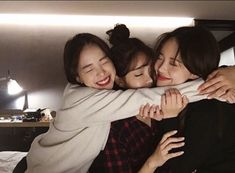 Shared by Jubs. Find images and videos about friends, ulzzang and korean girls on We Heart It - the app to get lost in what you love. Friends Korean, 3 Best Friends, Cute Friends, Friends Girls, Find Friends, Friends Forever, Ulzzang Couple, Ulzzang Girl, Cute Korean
