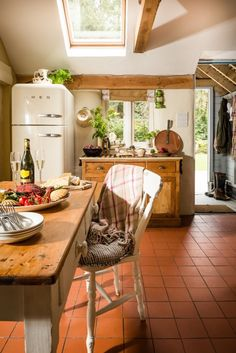 Shabby and Charme: Stile Rustic chic per un fantastico cottage in Cornovaglia Cute Kitchen, Country Kitchen, Country Homes, Cabana, American Fridge Freezers, Cornwall Cottages, Self Catering Cottages, Shabby, Rustic Chic