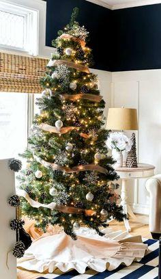 Drop Cloth Ruffle Christmas Tree Skirt #dropcloth #ruffle #christmastreeskirt #treeskirts