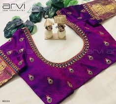 Embroidery for classy lovers You are in the right place about Women Blouse long sleeve Here we offer you the most beautiful pictures about the Women Blouse casual you are looking for. Pattu Saree Blouse Designs, Blouse Designs Silk, Designer Blouse Patterns, Bridal Blouse Designs, Kids Blouse Designs, Simple Blouse Designs, Stylish Blouse Design, Blouse Desings, Sumo