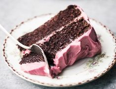 Chocolate Cake with Cranberry Buttercream ~ an easy moist layer cake recipe made right in a saucepan! Don't miss this amazingly delicious holiday dessert! Raspberry Lemon Cakes, Lemon Layer Cakes, Layer Cake Recipes, Strawberry Cakes, Food Cakes, Cupcake Cakes, Cupcakes, Köstliche Desserts, Delicious Desserts