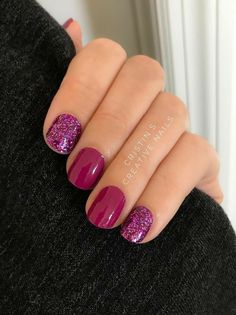 The trendiest fall nail colors + fall nails inspiration 51 Fancy Nails, Cute Nails, Pretty Nails, Purple Nail Polish, Purple Nails, Glitter Nail Polish, Pink Glitter, Nagellack Party, Hair And Nails