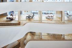 Sparebanken Vest - Atrium design by Iark. Photo by Øystein Klakegg. Scandinavian Office, Scandinavian Design, Atrium Design, Bright Office, Interior Architecture, Interior Design, Bergen, Norway, Bathtub
