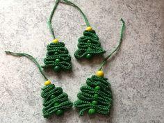 Hæklede juletræer – Min Kreative Fritid Crochet Christmas Trees, Christmas Tree Pattern, Holiday Crochet, Homemade Christmas Decorations, Diy Christmas Ornaments, Easy Diy Crafts, Yarn Crafts, Free Crochet, Crochet Patterns