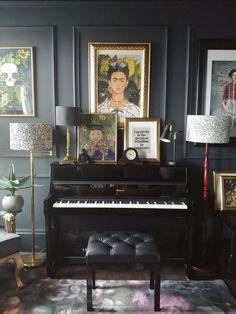 Peggy Bell of Interior Alchemy, Dark, Colourful and Dramatic Home - Dark music . - Peggy Bell of Interior Alchemy, Dark, Colourful and Dramatic Home – Dark music room – - Home Music Rooms, Music Studio Room, Audio Studio, Dark Music, Piano Room Decor, Piano Living Rooms, Rooms Ideas, Music Corner, Audio Room