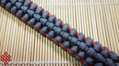 How to Make the Traitor Knot Paracord Bracelet Tutorial