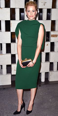 ELIZABETH BANKS Another colorful moment at the Hammer Museum gala in L.A.: Elizabeth's emerald green Bottega Veneta number. Bonus points for the below-the-knee hemline and cape detail in the back.