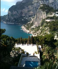 unique wedding location in Capri. All weddings guests stayed at this boutique hotel and used it as private villa-hotel. (Sugokuii Weddings Capri)