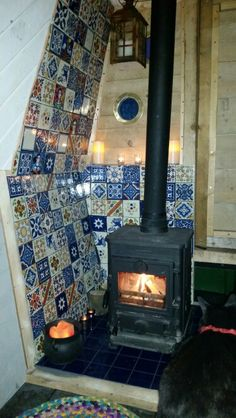 Fireplace finished Narrowboat Recalcitrant Nov gorgeous blue and white tiles Barge Boat, Canal Barge, Barge Interior, Camper Interior, Canal Boat Interior, Narrowboat Interiors, Tiny Loft, Dutch Barge, Van Living