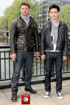 WANT the guy in the leather jacket. Oh. I mean wearing a white shirt. AH...wearing a gray scarf!  He's in jeans! And has dark hair!! KARL URBAN! OMG.  Why are they twinkies?