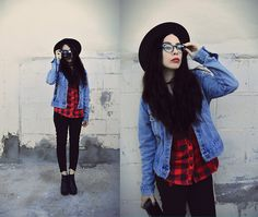 Get this look: http://lb.nu/look/8837531  More looks by Elsa Lucia Flores: http://lb.nu/themcmxciii  Items in this look:  The Mcmxciii Black Ripped Knees Skinny Nine Pants   #edgy #grunge #minimal #denim #jacket #plaid #red #black #skinnyjeans