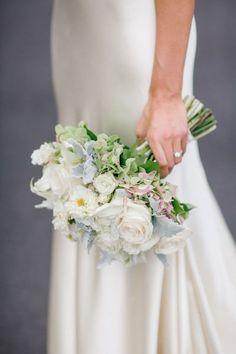 50 ramos de novia 2017 en los que debes inspirarte para tu boda. ¡Da color a tu look con las mejores flores! Image: 26