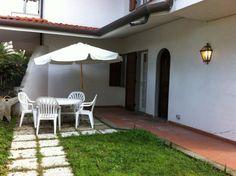 Marina di Massa appartamento in villa con giardino privato 4/6 pax barbecue lavatrice lavastoviglie