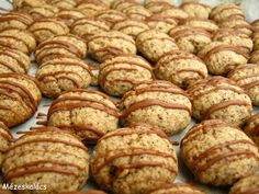 Mézeskalács konyha: Kávés keksz Biscuits, Hungarian Recipes, Small Cake, Winter Food, Hamburger, Pavlova, Sausage, Muffins, Clean Eating