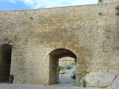 Stadtmauer und Durchgang in Peñíscola - Spanien - Spain - España