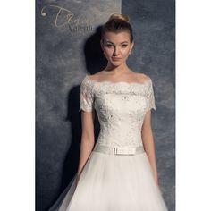 Prekrásne svadobné šaty s veľkou sukňou s čipkovým korzetom s krátkymi rukávmi Wedding Dress Trends, Pattern Cutting, Bridal Collection, Beautiful Bride, Bridal Dresses, Perfect Fit, One Shoulder Wedding Dress, Hair Makeup, Wedding Photography