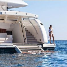 The Best Luxury Lifestyle – Estilo de vida de lujo - Vida de Luxúria Jet Set, Luxury Lifestyle Women, Rich Lifestyle, Wealthy Lifestyle, Lifestyle Blog, Sexy Bikini, Bikini Beach, Yacht Party, Billionaire Lifestyle