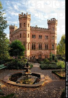 Burg Ortenberg 🏰, near Offenburg, Baden Wuerttemberg, Germany. Places Around The World, Oh The Places You'll Go, Places To Travel, Around The Worlds, Germany Castles, Royal Residence, Castle In The Sky, Amazing Buildings, Abandoned Mansions