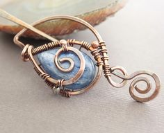 Luxuriuos shawl pin, scarf pin in a swirly leaf design with flashy blue kyanite briolette stone ** agate slice? Wire Wrapped Jewelry, Wire Jewelry, Jewelery, Etsy Jewelry, Wire Crafts, Jewelry Crafts, Handmade Jewelry, Wire Pendant, Copper And Brass