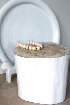 Boomstam tafeltje wit van ensuus op Etsy gemaakt door Marianne Etienne