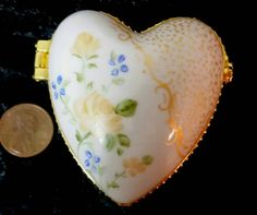 Check out this item in my Etsy shop https://www.etsy.com/listing/235289117/beautiful-miniature-hinged-heart-box