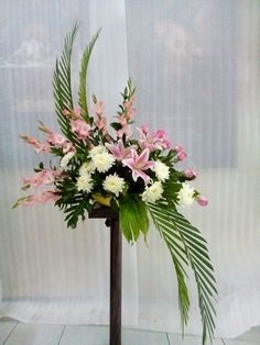 Wonderful Screen spring Funeral Flowers Strategies No matter whether you are setting up or perhaps participating in, funerals are always your sorrowful and at ti. Contemporary Flower Arrangements, Tropical Flower Arrangements, Creative Flower Arrangements, Flower Arrangement Designs, Funeral Flower Arrangements, Beautiful Flower Arrangements, Beautiful Flowers, Funeral Bouquet, Funeral Flowers