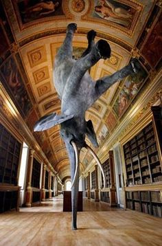 Sculpture by French contemporary artist Daniel Firman. Exhibited back in this life-size piece was seen at the Fontainebleau Castle in Paris, France. Called Wursa, the sculpture is balancing on its trunk km above the earth. Statues, Illusion Kunst, Art Public, Street Art, Instalation Art, Elephant Sculpture, Elephant Art, Elephant Trunk, Happy Elephant