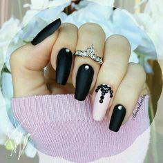 Black coffin nails with accent nail