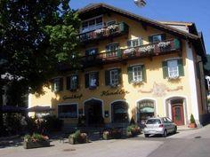 Oferta turistica pentru Vara 2017 in Austria, St. Gilgen, Wolfgangsee 3* Hotel Kendler, situat in centrul St. Gilgen, cu priveliste uimitoare a lacului și a munților inconjuratori. Pontonul vaporasului local este in vecinatatea hotelului, terminalul pentru autobusul local (cu conexiune la Bad Ischl sau Salzburg), este de asemenea, la câțiva pași.