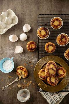 Herkulliset leivokset voitaikinasta - pastel de nata on portugalilainen suosikki No Bake Cake, Food Styling, Camembert Cheese, French Toast, Sweet Treats, Muffin, Food And Drink, Sweets, Baking