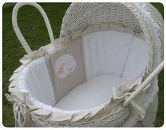 Abriu a Madre Moisés para Bebê: Moisés de Vime Sheep com Capota - R$828,00