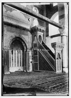 'Aqsa Mosque-المسجد الأقصى: منبر المسجد الاصلي قبل حرقه عام 1969 من قبل صهيوني حاقد، اُنقر الصورة لتكبيرها. (قبل 1914)