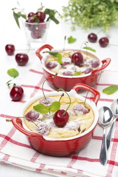 For the cherry clafoutis, first wash and chop the cherries. Mix with sugar (and cherry juice if you prefer) and let it steep for 2 hours. - Food and Drinks Ideas No Cook Desserts, Summer Desserts, Dessert Recipes, Austrian Cuisine, Wine Recipes, Cooking Recipes, Cherry Clafoutis, Dairy Free Recipes, Diy Food
