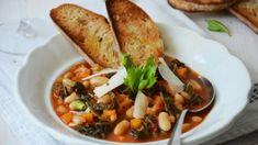 Z italských polévek je u nás určitě nejznámější minestrone, ale ribollita s ní může lehce soutěžit v souboji o nejchutnější polévku. Thai Red Curry, Fresh, Meat, Chicken, Ethnic Recipes, Food, Essen, Meals, Yemek