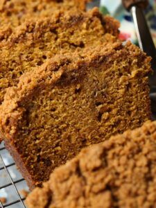 This Pumpkin Banana Bread is so moist and tender with a crunchy, buttery crumb topping. Pumpkin and banana is the perfect flavor combination for any time of year! Coconut Banana Bread, Banana Bread Cookies, Pumpkin Banana Bread, Easy Banana Bread, Chocolate Chip Banana Bread, Banana Cakes, Pudding Cookies, Coconut Sugar, Quick Bread Recipes