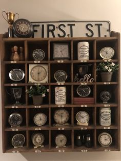 Cubby Organizer - - The front-desk organizers used in hotels inspired this home-sized version for office or kitchen storage and display. Décor Antique, Antique Decor, Vintage Decor, Antique Booth Displays, Antique Booth Ideas, Farmhouse Mantel, Clock Display, Old Clocks, Alarm Clocks