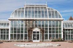 Kuistin kautta: Kasvitieteellinen puutarha: Helsinki Botanical garden, an oasis at the end of Töölönlahti Bay,