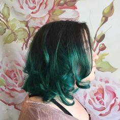 20 Dip Dye Hair Ideas - Delight for All! - - 20 Dip Dye Hair Ideas – Delight for All! Medium Hair Cuts, Medium Hair Styles, Curly Hair Styles, Hair Color And Cut, Haircut And Color, Haircuts For Long Hair, Trendy Hairstyles, Dip Dye Black Hair, Black And Green Hair