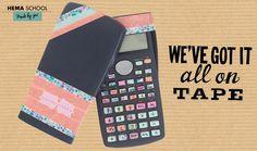Fleur je saaie rekenmachine gemakkelijk op met washi tape. Knip de juiste vormen uit en geef iedere toets een ander vrolijk kleurtje.